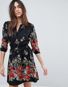 Платье с цветочным принтом, поясом и рукавами 3/4 Yumi - Черный