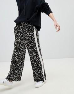 Широкие брюки в полоску с цветочным принтом New Look - Черный