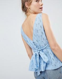 Топ с баской и вышивкой ришелье ASOS DESIGN - Синий