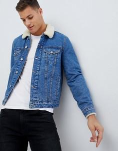 Светлая джинсовая куртка с воротником из искусственного меха ASOS DESIGN - Синий