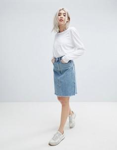 Джинсовая юбка до колен с необработанным краем Weekday Decon - Синий