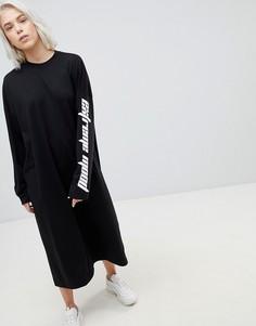 Платье с открытой спиной и надписью на рукавах Weekday - Черный