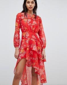 Платье с цветочным принтом и оборками Finders - Красный