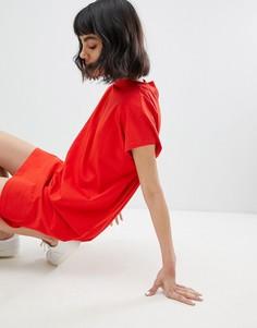 Платье с высоким воротом Weekday - Красный