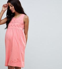 Трикотажное платье без рукавов с вышивкой Mamalicious - Розовый Mama.Licious