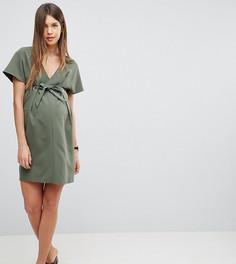 Платье мини с V-образным вырезом, люверсами и завязкой ASOS Maternity - Зеленый