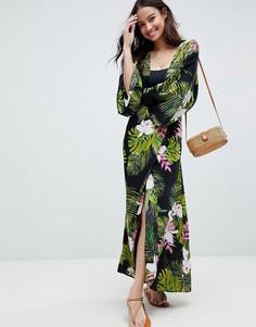 Пляжное платье макси с длинными рукавами, глубоким вырезом и тропическим принтом ASOS DESIGN - Мульти