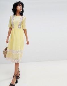 Платье миди с вышивкой и кружевом ASOS DESIGN - Желтый
