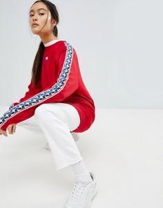 Красный свитшот с круглым вырезом и отделкой лентой по бокам Nike - Красный