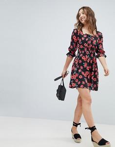 Короткое приталенное платье с цветочным принтом и квадратным вырезом Influence - Мульти
