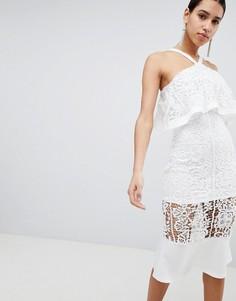 Платье из кроше с оборкой Club L - Белый