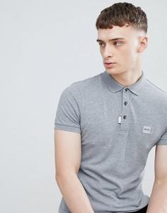 Серая футболка-поло с квадратным логотипом BOSS Passenger - Серый