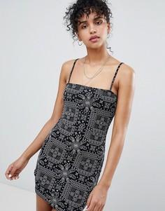 Платье на бретельках с платочным принтом Daisy Street - Черный