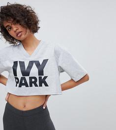 Серая укороченная футболка с логотипом Ivy Park - Серый