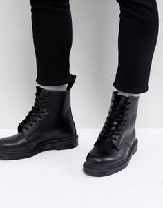 Черные ботинки с 8 парами люверсов Dr.Martens 1460 - Черный