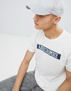 Белая футболка с логотипом на груди Abercrombie & Fitch - Белый