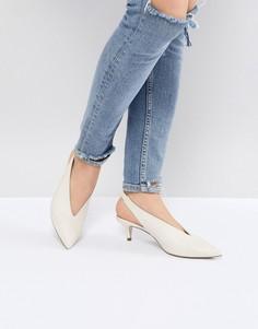 Белые туфли на каблуке-рюмочке с ремешком через пятку Office Miranda - Белый