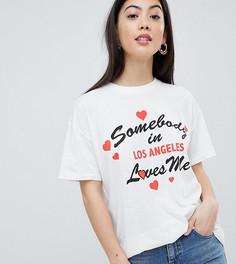 Свободная футболка с принтом Somebody Loves Me ASOS DESIGN Petite - Кремовый