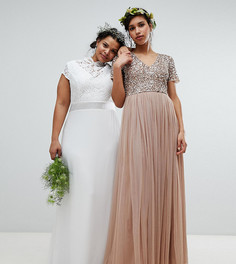 Платье макси с фигурным кружевом и открытой спиной TFNC Plus - Белый