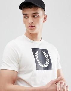 Белая футболка с принтом лаврового венка Fred Perry - Белый