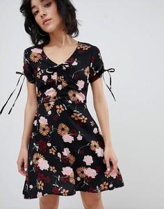 Платье с цветочным принтом и завязками на рукавах Daisy Street - Черный