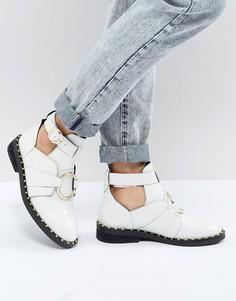 Кожаные ботинки с кольцом ASOS DESIGN - Белый