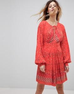 Короткое приталенное платье с принтом Free People Coryn - Красный