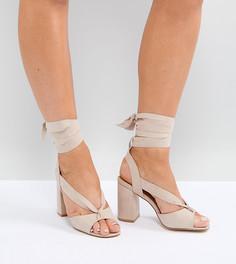 Босоножки на блочном каблуке для широкой стопы с завязками Truffle Collection - Бежевый