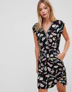 Платье с запахом и перьевым принтом Trollied Dolly - Черный