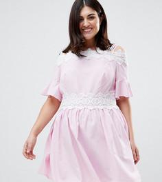 Короткое приталенное платье в полоску с открытыми плечами и кружевной отделкой Koko - Розовый