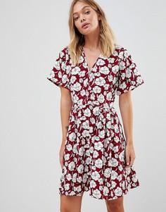 Короткое приталенное платье с цветочным принтом Trollied Dolly - Красный