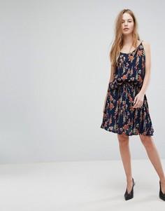 Короткая расклешенная юбка с цветочным принтом Just Female Tia - Темно-синий