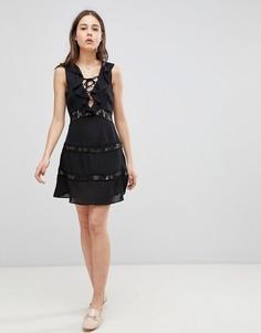 Платье со шнуровкой и оборками Glamorous - Черный