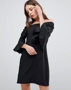 Платье с открытыми плечами и расклешенными рукавами Glamorous - Черный
