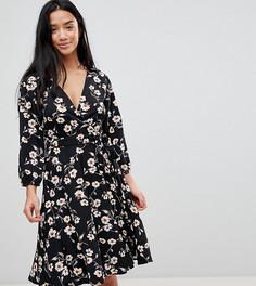 Платье с запахом и цветочным принтом Yumi Petite - Черный