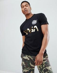 Черная футболка с золотистым принтом NASA Alpha Industries - Черный