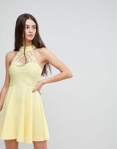 Короткое приталенное платье с кружевным топом Ax Paris - Желтый