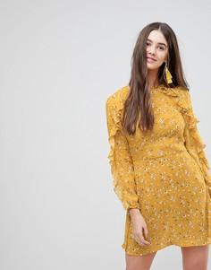 Короткое приталенное платье с длинными рукавами и оборками Ax Paris - Желтый