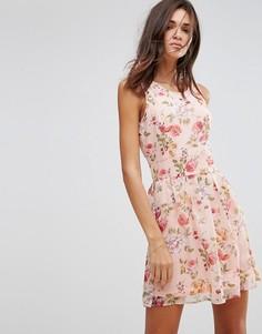 Короткое приталенное платье с цветочным принтом Pussycat London - Розовый