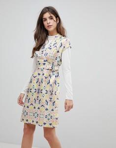 Платье с короткими рукавами и D-образной пряжкой Liquorish - Мульти