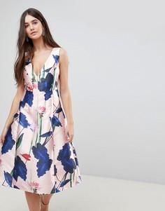 Платье для выпускного с V-образным вырезом и цветочным принтом Ax Paris - Розовый