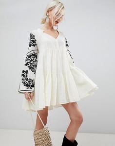 Платье с вышивкой на рукавах Free People - Белый