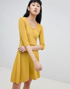 Короткое приталенное платье b.Young - Желтый