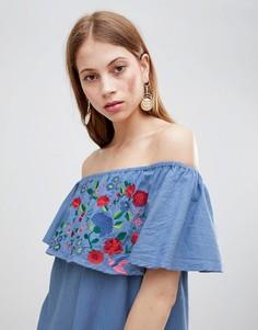 Платье с открытыми плечами и вышивкой Glamorous - Синий