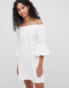 Платье с открытыми плечами и расклешенными рукавами Glamorous - Белый
