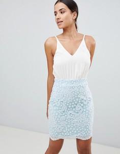 Облегающее платье с кружевом и ремешками Ax Paris - Кремовый