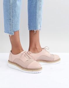Туфли со шнуровкой на плоской подошве Carvela - Бежевый