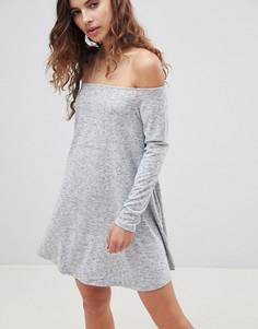 Свободное платье c открытыми плечами Glamorous - Серый