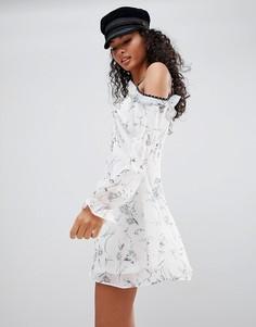 Платье с пестрым принтом Glamorous - Белый