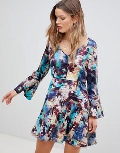 Платье с абстрактным цветочным принтом и рукавами клеш Lavand - Мульти